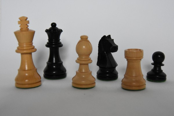 Schachfiguren Staunton, ungebleit, KH: 75mm, schwarz/weiß