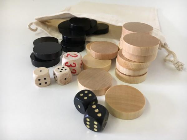 Satz Backgammonsteine im Stoffsäckchen mit Würfeln, schwarz/weiß, mittel