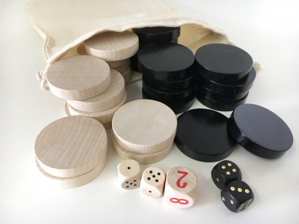 Satz Backgammonsteine im Stoffsäckchen mit Würfeln, schwarz/weiß, groß