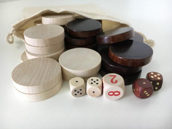 Satz Backgammonsteine im Stoffsäckchen mit Würfeln, braun/weiß, groß